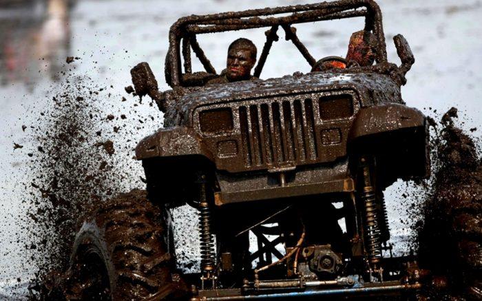 Джип в грязи