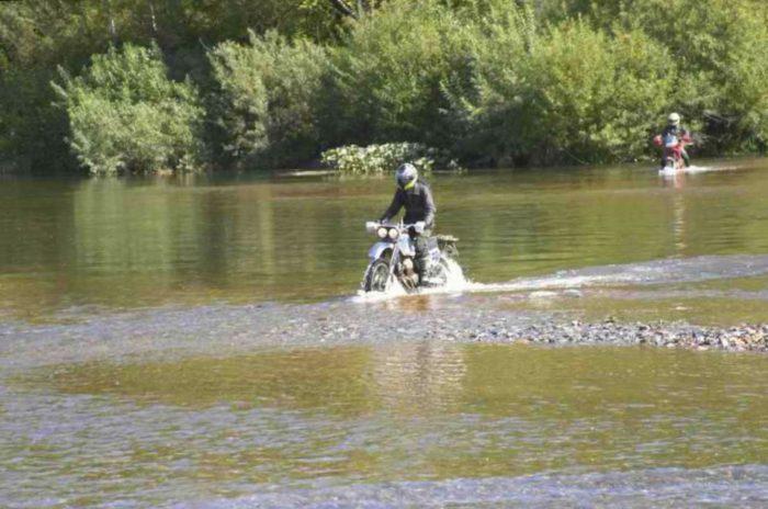 Брод на мотоцикле