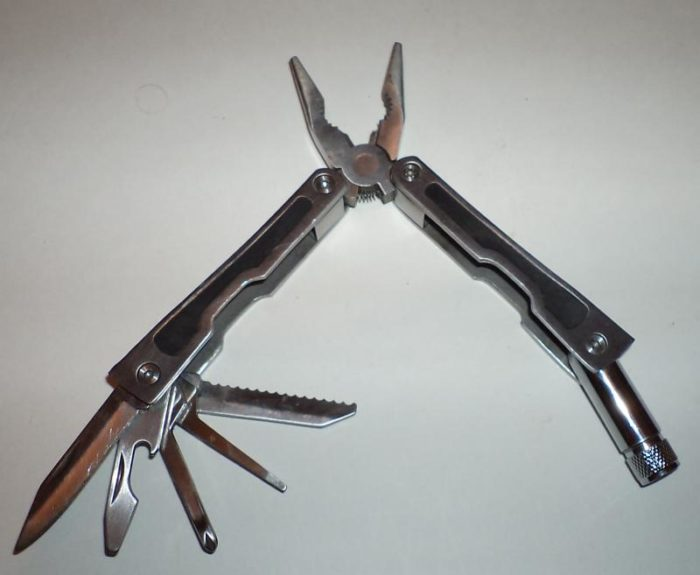Раскрытый швейцарский нож