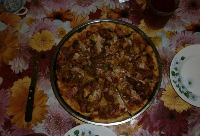 Пицца с грибами (и курицей)