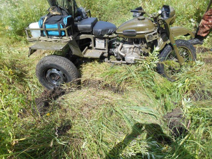 Трицикл из Урала застрял в колее