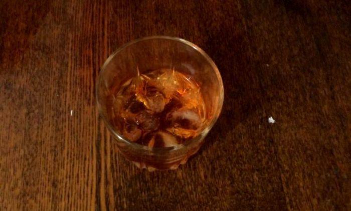 Стакан для виски со льдом